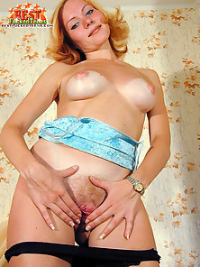 Horny Blonde Babe Enjoy Massive Boob Spreading and Madly Spreads Her Wet Pussy