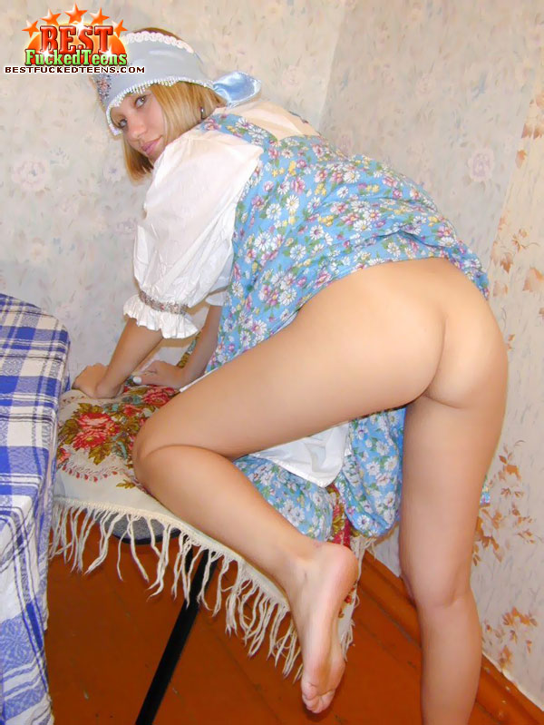Adorable Blonde Chick Stretches Her Fanny and Drills by Cucumber
