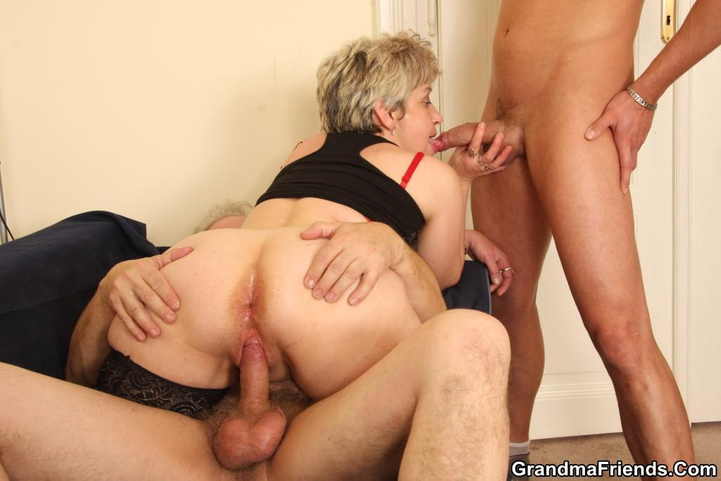Wife threesome with black