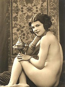 Vintage Photos of All Nude Ladies in 1930s Posing So Passionately