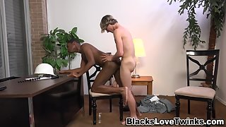 White twink fucks black ass