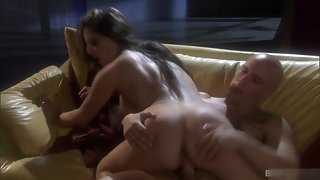 Big ass brunette babe riding her boyfriend on the couch