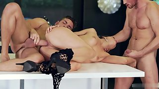 Naughty Naked Babe Getting Fucked by Two Handsome Dudes Indoors