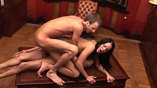 Raven haired babe takes double penetration and jizz in her mouth