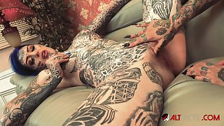 Tattooed babes Amber Luke and Tiger Lilly love pleasing each other with a strapon