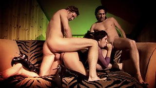 Brunette with perfect curves gets fucked in threesome