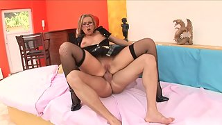 Blonde Feels Excited When Hunky Dude Licks Her Shaved Pussy