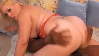 Bubble Ass Lady Jumping Over Big Black Cock in Home