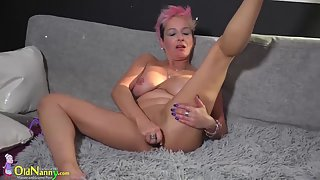 Natural Boobs Blonde Babe Rubs Her Twat and Fucked Herself by Using Pink Dildo