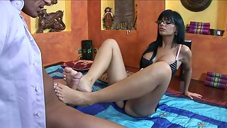 Bootylicious babe in glasses gets her feet jizzed after pounding