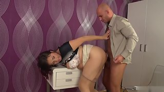 Fat Ass Brunette Babe Getting Amazing Fuck by Big Dick