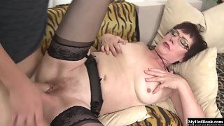 Short Hair Granny Enjoying Blowjob with Fingering after Pounding