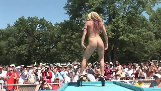 Bunch of big ass women dancing on the podium naked