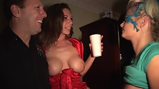 Private amateur party turned into real groupsex