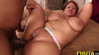 Fatty Milf Gets Deep Slammed by Black Dick in Wet Fanny